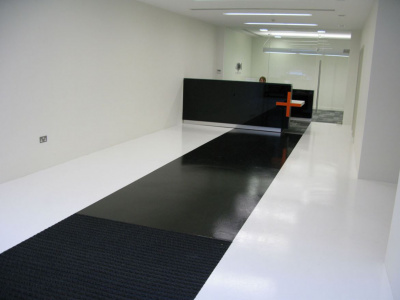 Smoothfloor - black and white - Selfsmoothing resin flooring